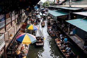 Busy morning at Bangkok's floating amrket