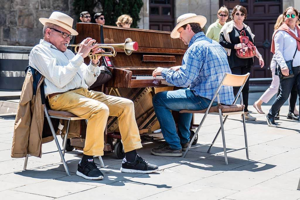 Street musicians in Brcelona playing trumpet and piano