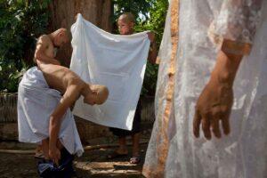 Thai monks bathing